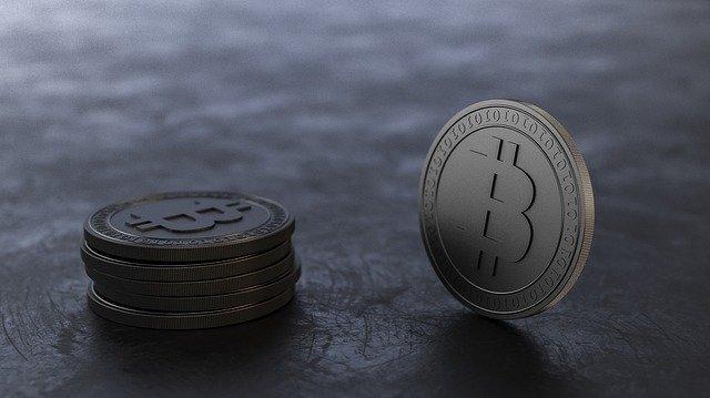 pár bitcoinů