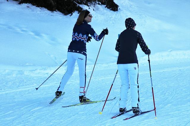 dvě lyžařky